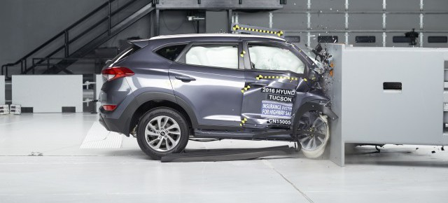 2016-hyundai-tucson-iihs-small-front-overlap-crash-test_100557074_m