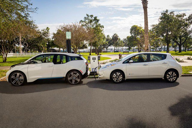 bmw-and-nissan-electric-car-fast-charging-station_100539354_m