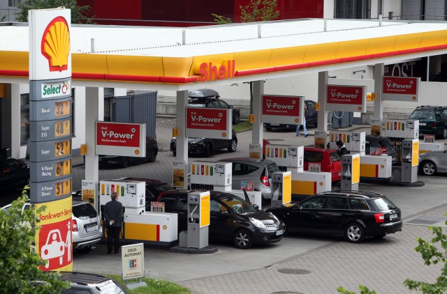 shell-fuel-station-in-europe_100590975_m