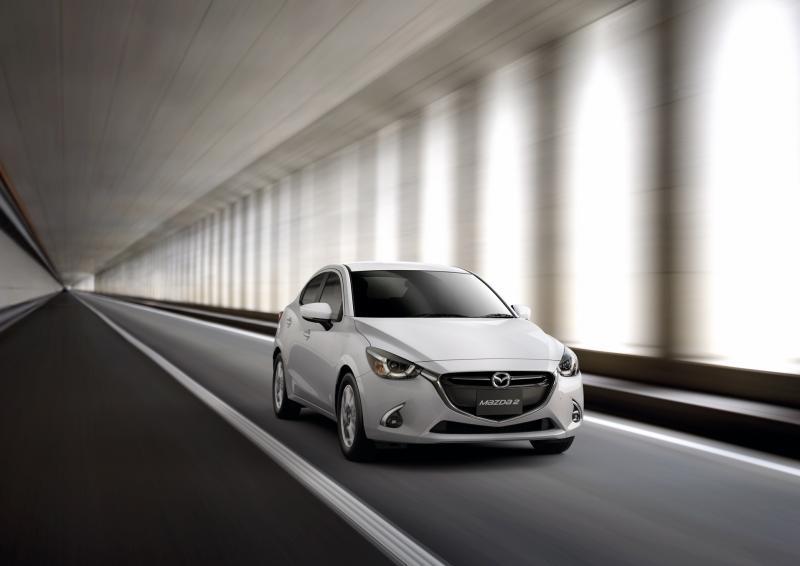 Mazda2_3